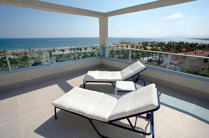 Suite Mediterranea Premium Club Àtic Frontal