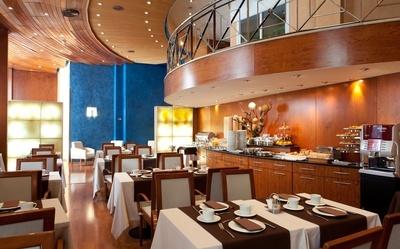 THE HOTEL - Buffet-breakfast