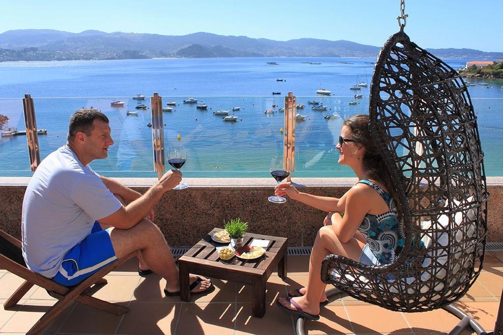 Detalle Terraza Solarium Hotel Gran Proa, playa Raxó. Rías Baixas