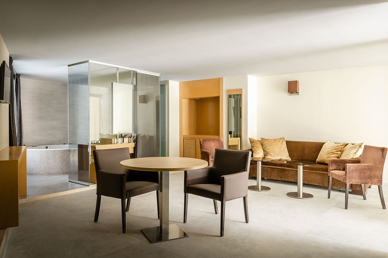 SPACIOUS AND BRIGHT Grand Suite