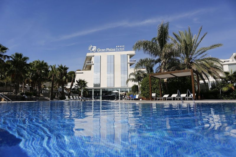 Piscine de l'hôtel Gran Palas Experience