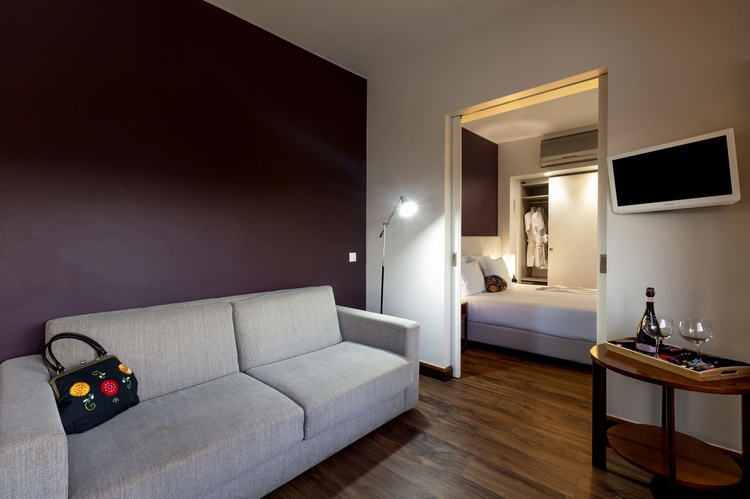 <small>Room Service</small>